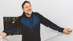 Russell Crowe: From Oscar-winning acting to topping the album chart