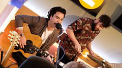 Stereophonics perform Brown Eyed Girl