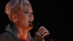 P!nk - Barbies (CMA Awards 2017)