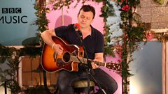 Which boxer gave James Dean Bradfield a run for his money?
