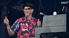 Jeff Goldblum & The Mildred Snitzer Orchestra - Let's Face The Music and Dance (feat. Sharon Van Etten)