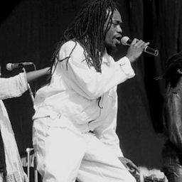 Isso É Que É Vida feat. Yuri da Cunha, The Groove & Uhuru