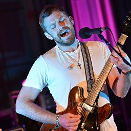 Dancing On My Own (Radio 1 Live Lounge 10/09/2013)