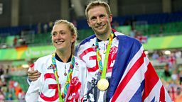 Cyclists make Olympic history, 400-year-old shark 英国自行车运动员创英奥运历史,400岁格陵兰鲨鱼