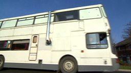 Bus for homeless, urban bees 流浪者入住公共汽车、蜜蜂的城市庇护所