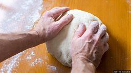 Cooking classes for elderly men 专为老年男性开设的烹饪班