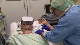 Taking the stress out of surgery 虚拟现实技术帮助减轻病人手术中的焦虑