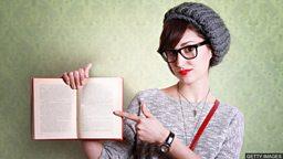"Read, say, write, tell 哪个动词表示 ""写着""?"