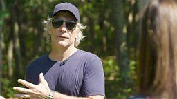 Jon Bon Jovi helps food bank 摇滚歌手乔恩·邦·乔维为食物赈济站出资献力
