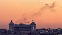 Dealing with Rome's starling problem 罗马市政府为维护城市环境 用激光驱赶欧椋鸟