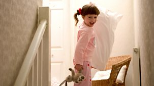 Topsy And Tim - Series 1: 2. Strange Beds
