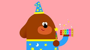 Hey Duggee - Series 2: 32. The Voice Badge