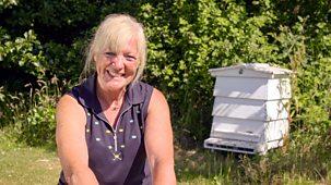 The Farmers' Country Showdown - Series 3: 1. Honey And Veg