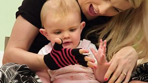 The Baby Club - Series 1: 16. Gloves