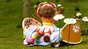 In The Night Garden - Series 1 - Pontipines In Upsy Daisy's Bed