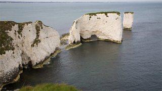 Bearraidhean cailc agus creagan Old Harry ann an Dorset, Sasainn