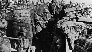 Saighdearan Breatannach ann an trainnse aig Blàr Loos, 1918