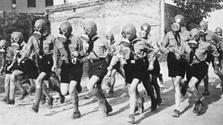 Òigridh Hitler a' trèanadh