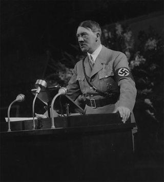 Hitler a' dèanamh òraid