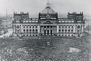 Mòr-fhianais air beulaibh an Reichstag an aghaidh Cùmhnant Versailles, 1919
