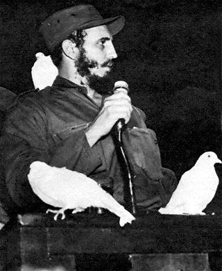 Fidel Castro a' bruidhinn às dèidh buaidh san ar-a-mach