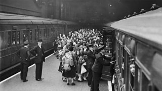 Children being evacuated from London