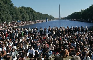 Large crowd at the Washington monument
