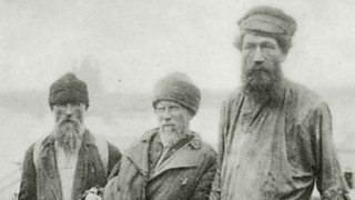 Photo of Russian ship workers, around 1900.