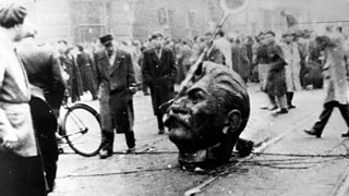 Photograph of a statue of Stalin being vandalised during the Hungarian uprising in 1956.