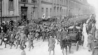 Photo of the Spartacist uprising (january uprising) in Berlin - demonstration of armed spartacists in the Jerusalemer Straße