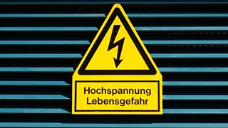 Signal of danger of death by electrocution following an electric shock - in German: Hochspannung Lebensgefahr