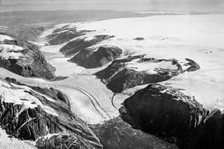 Black and white photograph of the Maniitsoq ice cap in southwest Greenland, taken in the summer of 1935.