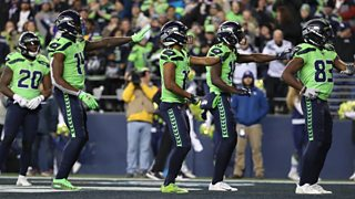 David Moore of the Seattle Seahawks catches Russell Wilson 60-yard touchdown pass thumbnail