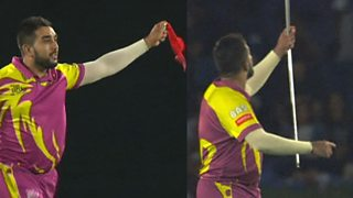 'Peer at that!' Cricketer wows crowd with magic party thumbnail