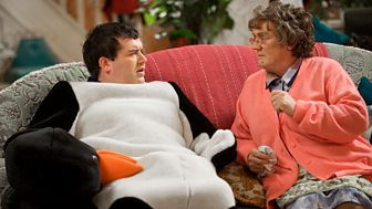 Mrs Brown's Boys - Series 1: 1. The Mammy