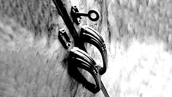 Dorothy Whipple - The Closed Door