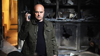 Inspector Montalbano - Series 3: 2. Hall Of Mirrors