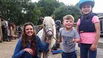 Ferne And Rory's Vet Tales - Series 1: 3. Flo The Pony