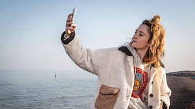 Amy Jessop (Freya Parks)