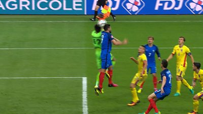 Oliver Giroud scores with header