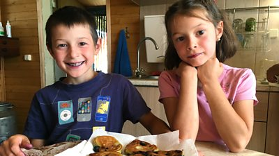 Liza, Tyra and Hamza: Liza Makes Blueberry Pancakes