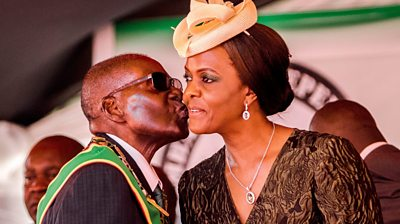 Robert Mugabe kissing Grace Mugabe