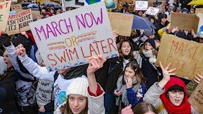 Climate change: Belgium students skip school to demand action
