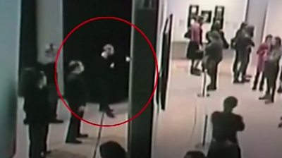 A thief steals painting