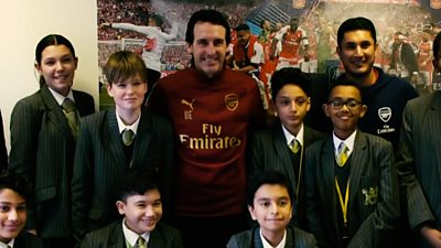 Unai Emery and schoolchildren