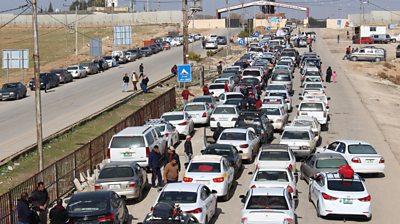 Long queues to cross the Syria-Jordan border