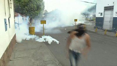 Venezuela-Colombia border turns violent