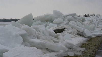 """Ice wave"""