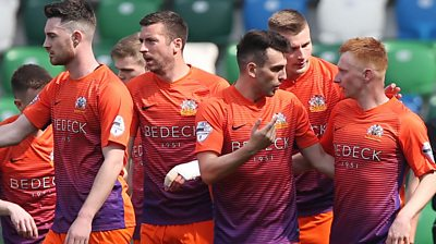Glenavon players celebrate victory over Linfield