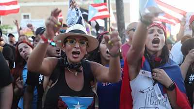 Women protesting against governor Ricardo Roselló